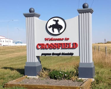Victorian Home 10min from Airdrie! - Crossfield - 独立屋