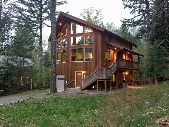 #40 - Nice Cedar Cabin with Hot Tub