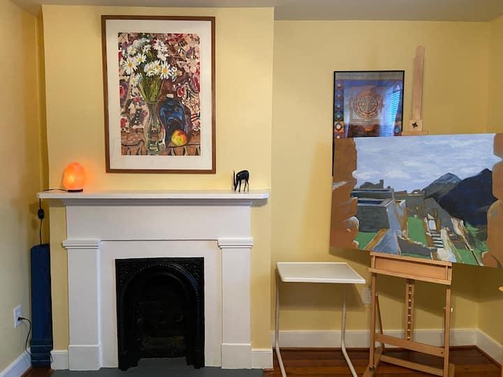 Large Artistic Room near VCU & James River