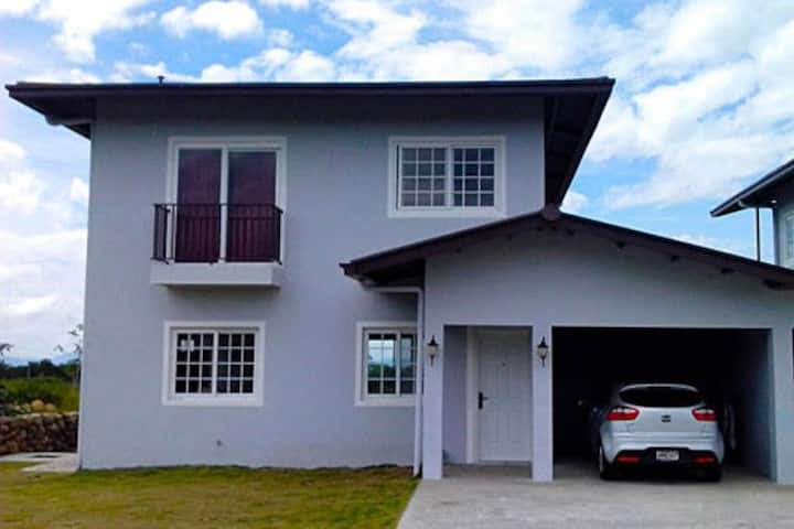 Hermosa casa con Vista al Volcán Barú