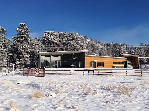 Modern Rocky Mountain Cabin - DUTCH Hospitality
