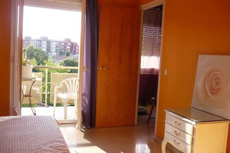Habitación doble con baño y balcón - Apartment
