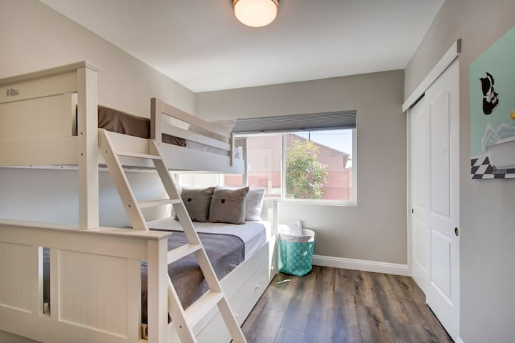 Bedroom #4: features sturdy bunk-bed and pull out twin bed.