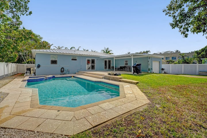 •Beautiful Private villa • Minutes from the beach!