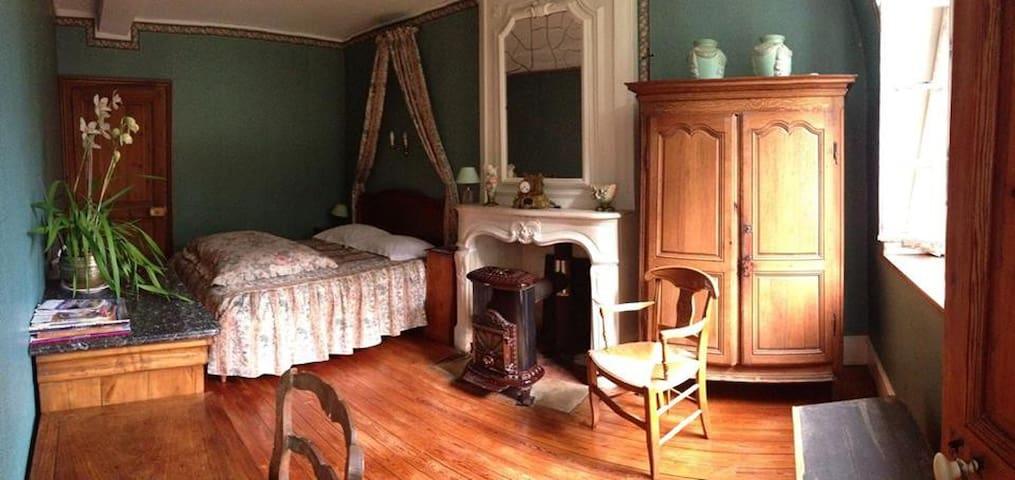 Chambre Verte au Chateau... - Courcelles-Sous-Thoix - Bed & Breakfast