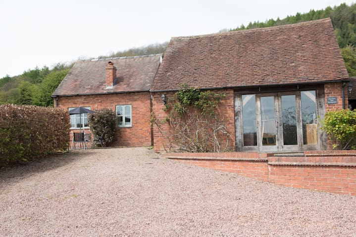 The Garden Cottage, Yarhampton