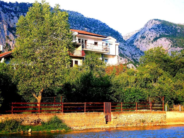 Charming Villa Basic Rooms - Blagaj - Villa