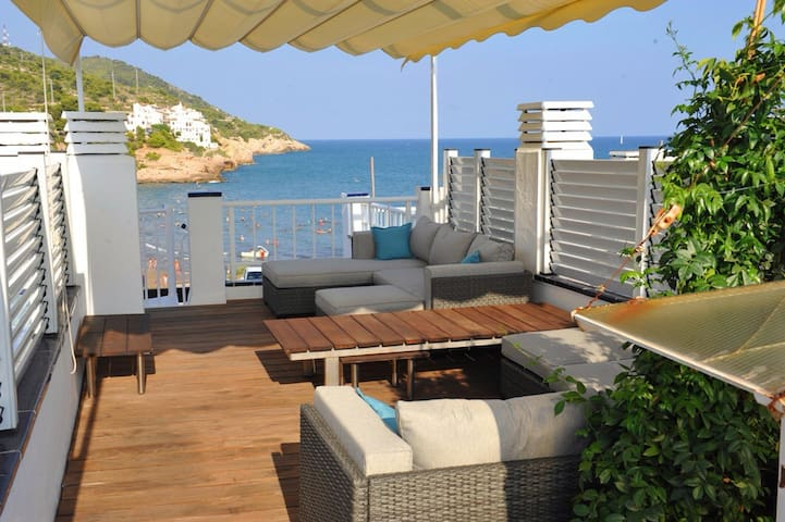 Beach House with amazing Seaviews - Sitges - Maison