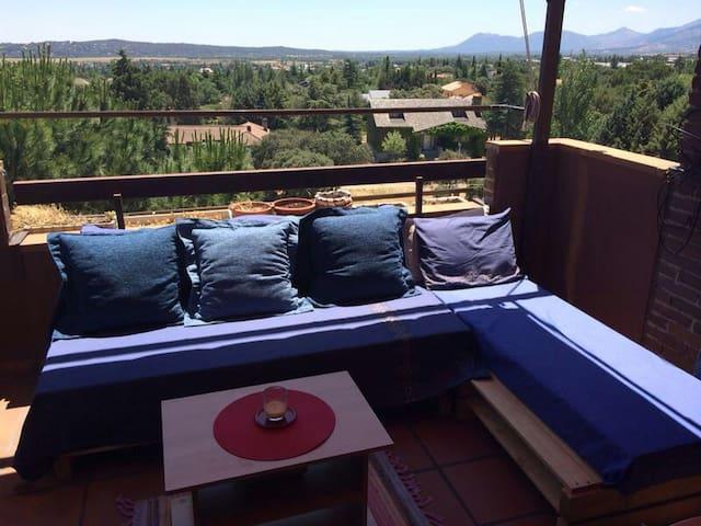 Ático con terraza y vistas  - Alpedrete - Byt