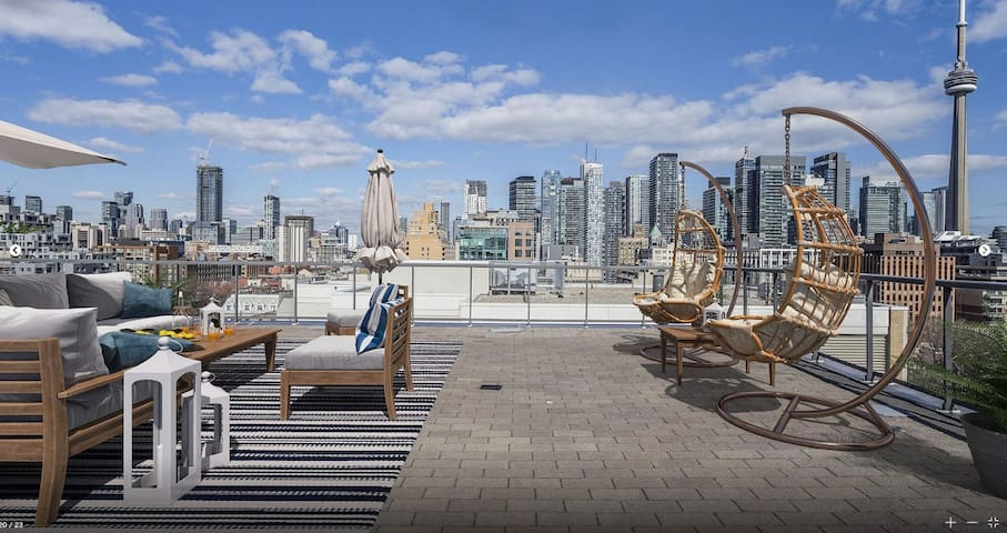 2100 sqft Penthouse with rooftop terrace King West