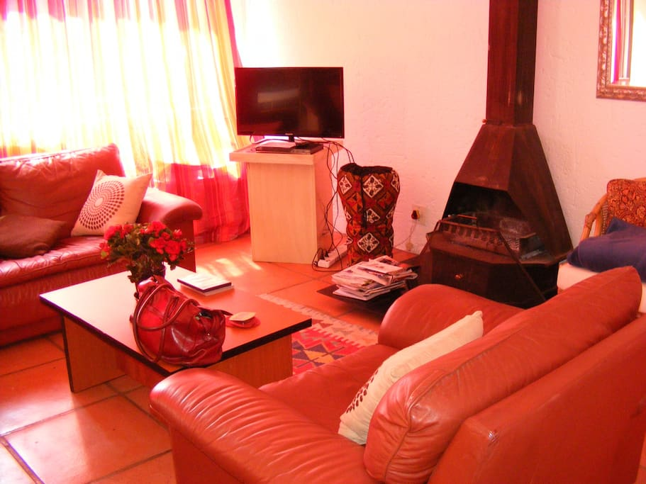 Fireplace, comfortable lounge, DVD player and Flatscreen. Cozy at night and sunny during the day