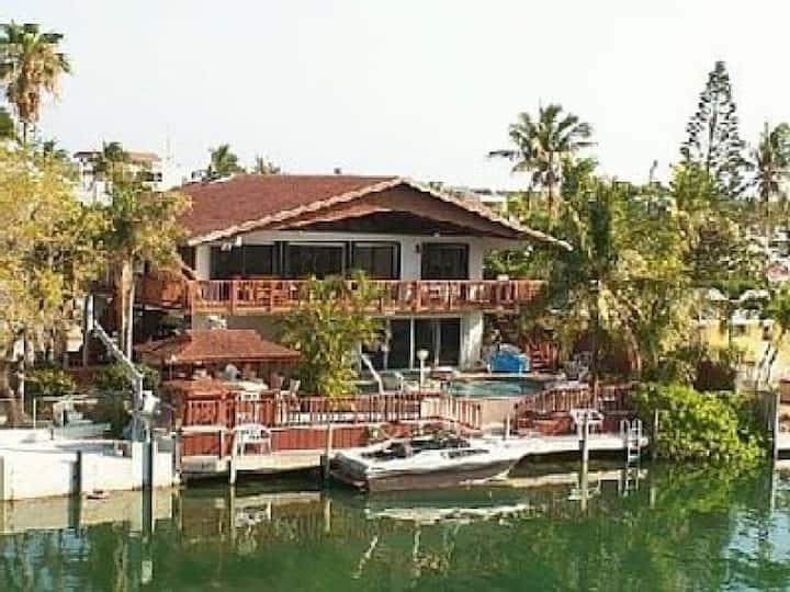 Venetian Tropics private heated pool at 82 degrees