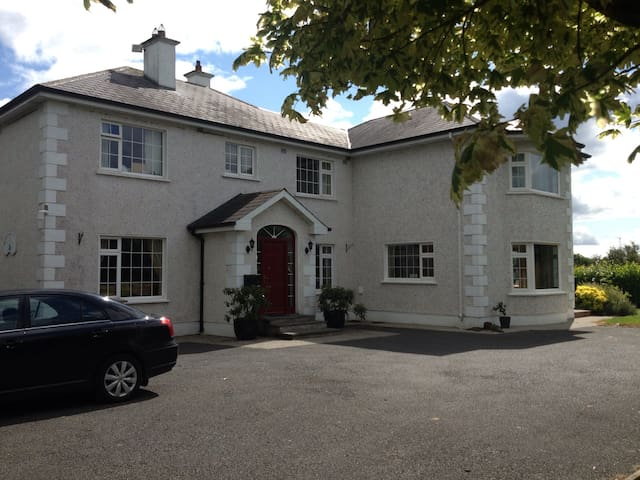 Country Hse, 6k ROCK CASHEL (+ free entry to Rock)
