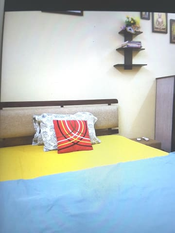 Peaceful 1 AC Pvt Economical Room @ Marine Line
