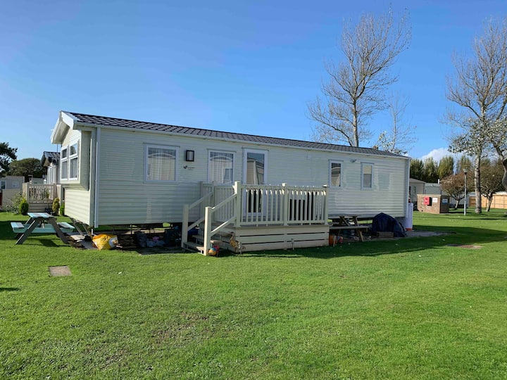 Cosy Caravan on White Horse Park, Bunn Leisure