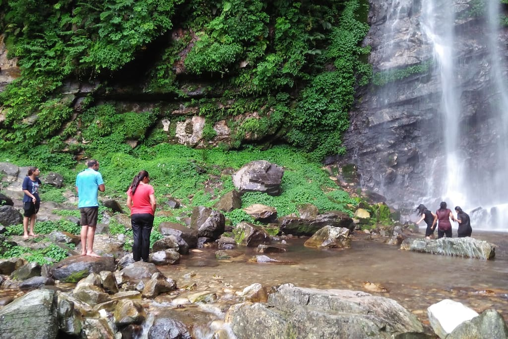 Activities |Hike to the waterfall |