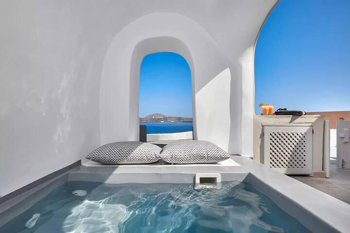 Infinity Villa | Caldera View & Outdoor Jacuzzi
