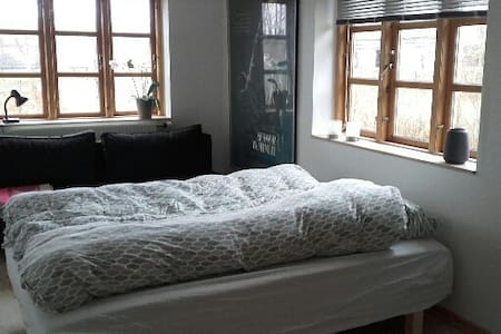 Charming room/house in the nature - Fredensborg - House