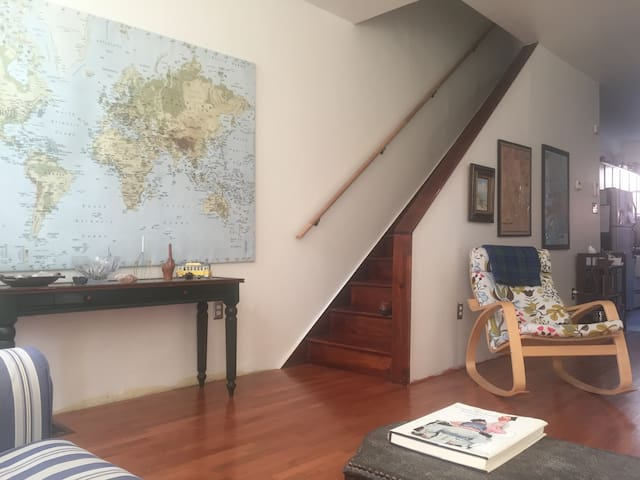 Large sunny room w/ easy access to Philly, Rutgers
