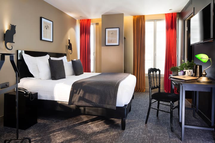 Nice room near to the Moulin Rouge