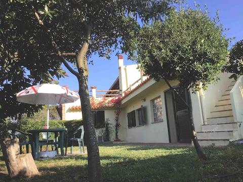 Bilocale con giardino, (Oasi di Alba e Luciano).