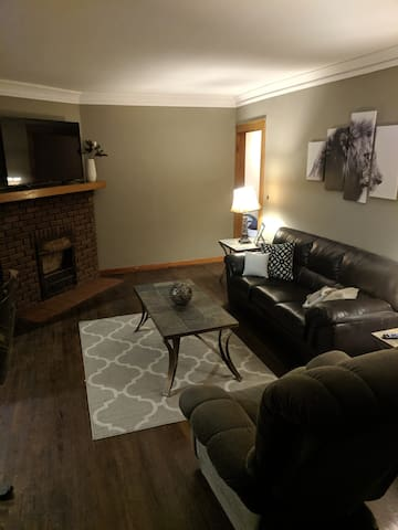Lakewood / Cleveland Border - 2 bedroom Apt