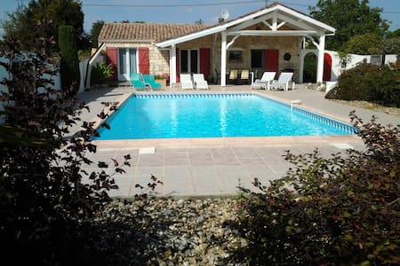 Maison de charme avec piscine privée très intime. - Moustier