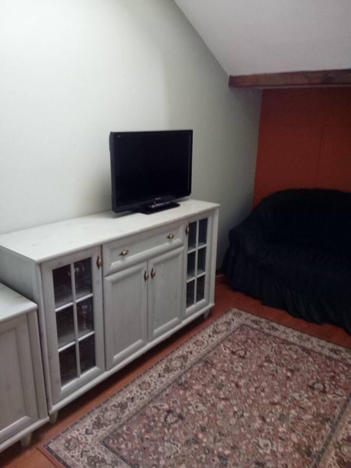 Patrový třílůžkový pokoj s koupelnou a TV