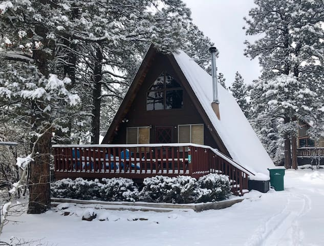 Cute A-Frame center of Munds Park! ***New Deck***