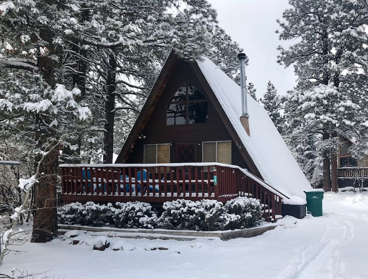 🌲❄️Cute A-Frame center of Munds Park w/ Large Deck