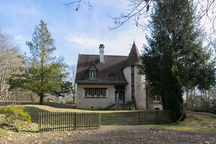 House in the Woods, near Golf-Château de Rochefort