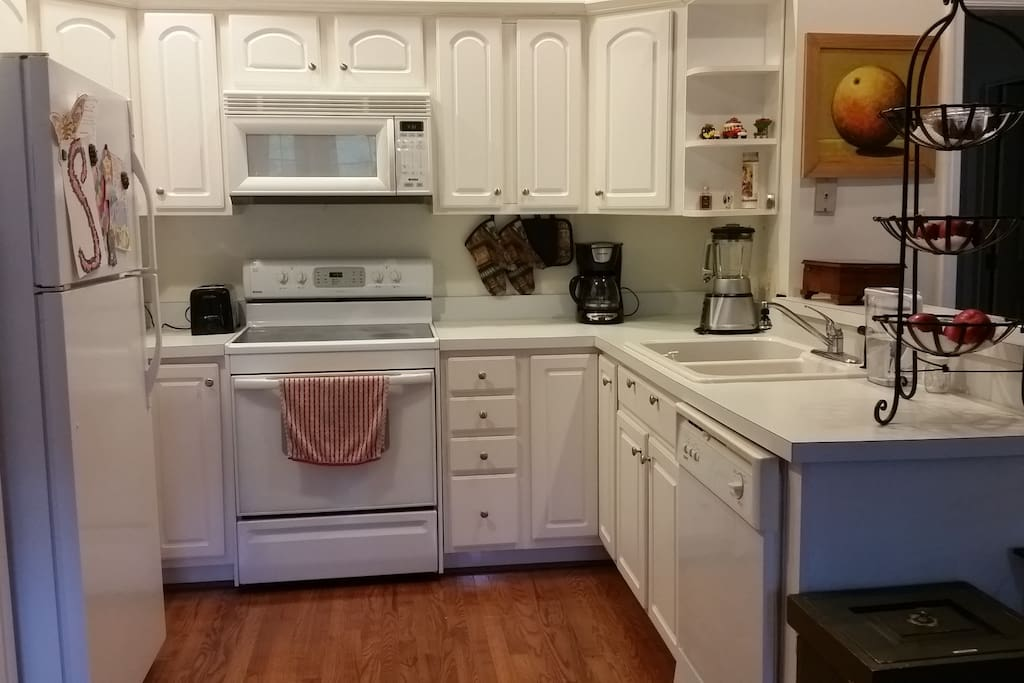 Fully-equipped kitchen including dishwasher.