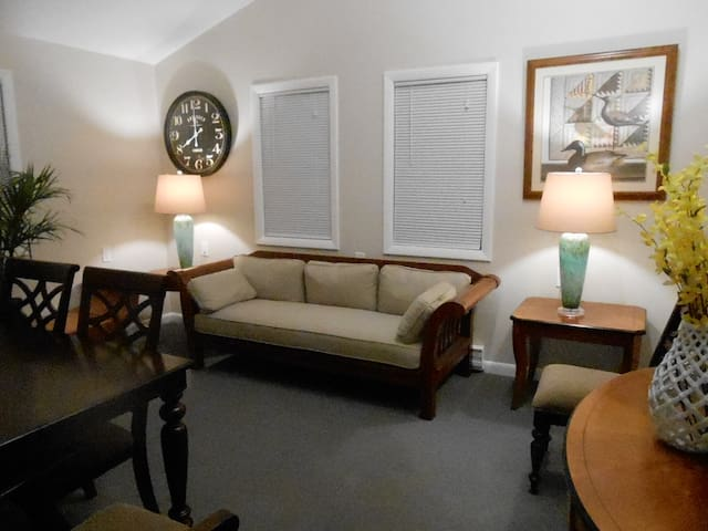 Bramhall Square Apartment near Maine Medical - Portland - Apartment