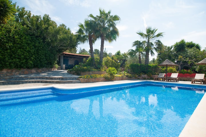 Beautiful villa best location 100%.
