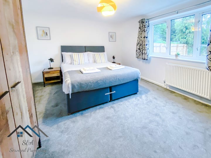 En-Suite room - Great for Business, Contractors or Key Workers. *Free Parking* *Self check in*