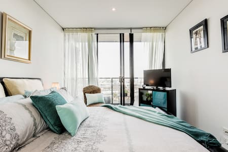 Room in Exciting South Wharf Guest Suite with Peaceful