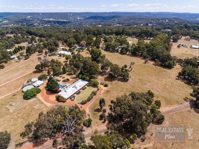 Gorgeous Gidgegannup Country Retreat