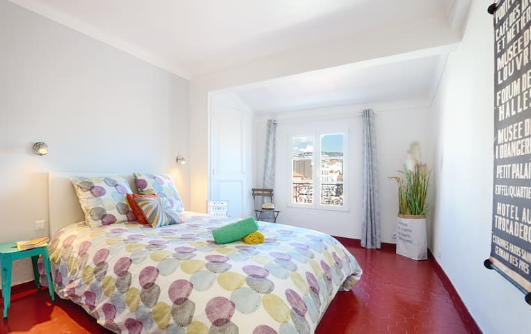 500 m to Palais Festivals - 2 bedroom apartment - Air conditioning