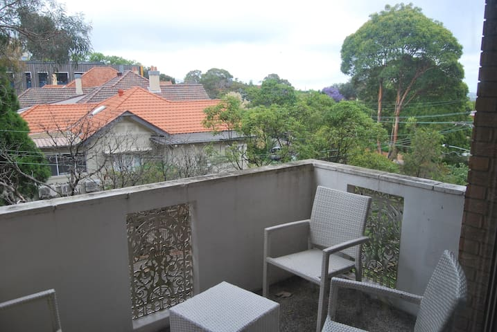 1 bedroom apartment in leafy suburb -  city views