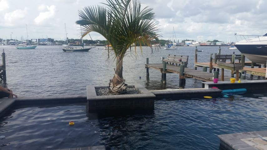 Bayfront Paradise w/ private pool - Fort Myers Beach - Dom