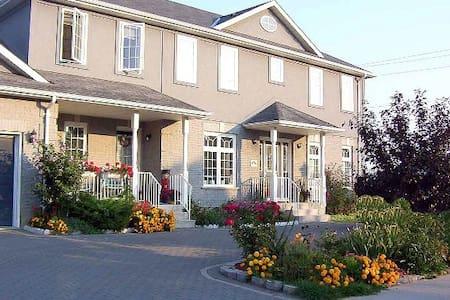 Alandia (formerly Alandia Bed and Breakfast) - Niagara-on-the-Lake