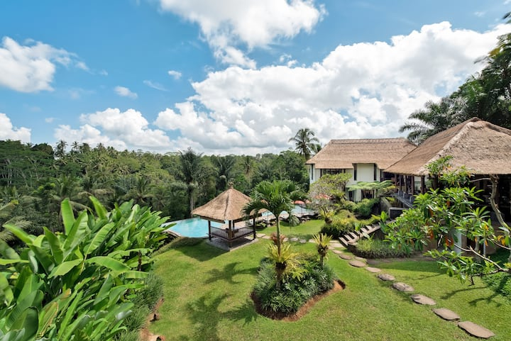 """Luxurious UBUD 7 BDR Villa. + 2 Swimmingpools. """