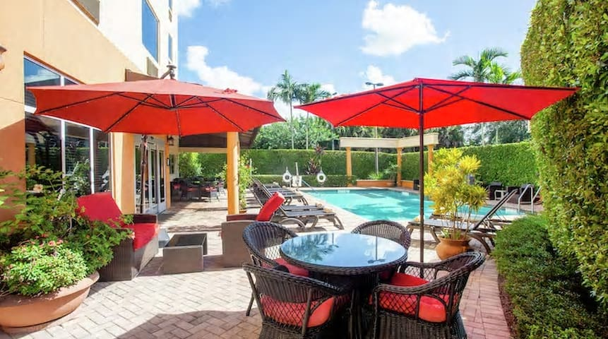 🌸☕️#1 Luxury 2 Queen Suite w/ FREE breakfast & POOL