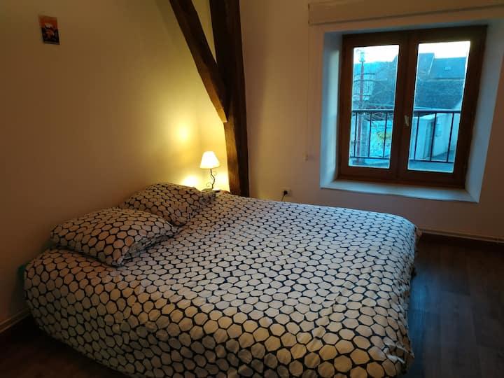 Chambre dans petite maison au Chastel