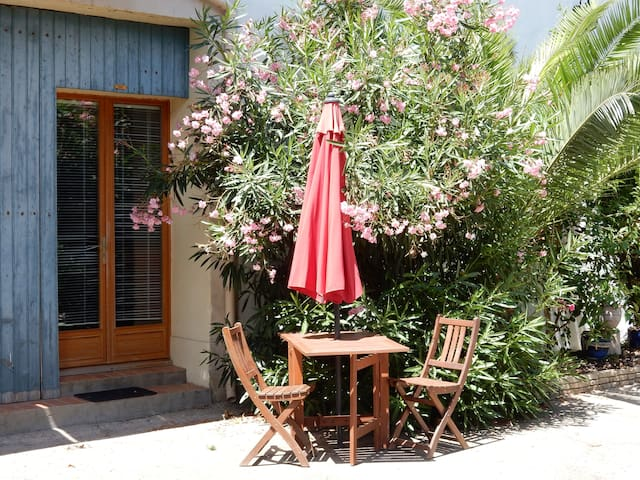 One Bedroom Gite within Walled Garden with Pool