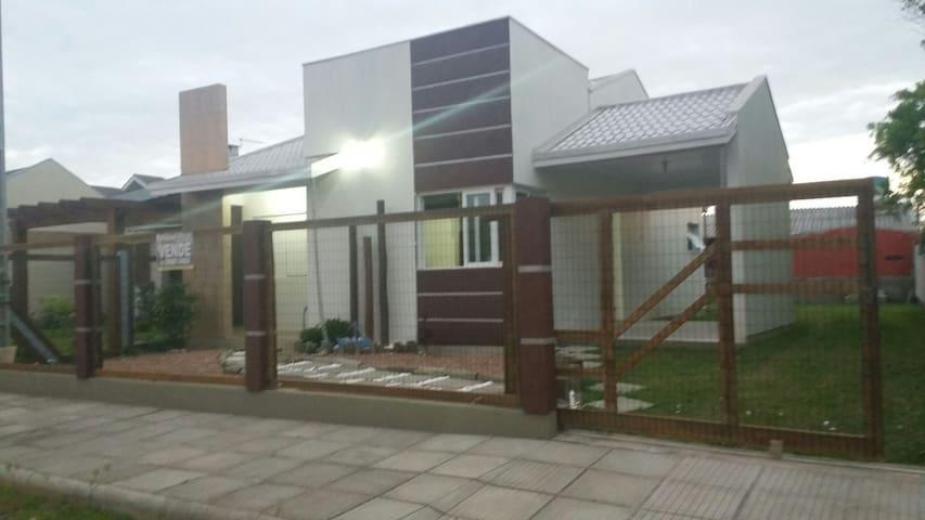Casa linda e Confortável - Arroio do sal - House