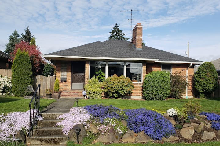 Bell's Bungalow at West Seattle