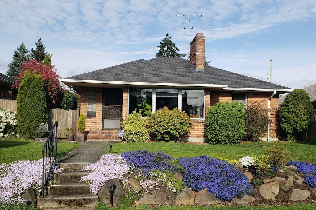 Bell S Bungalow At West Seattle Houses For Rent In