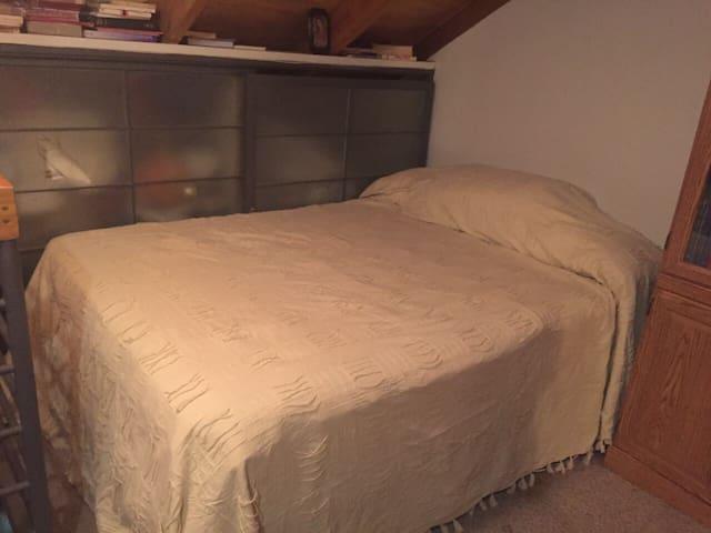 Amplia habitación con baño privado - Machalí - House