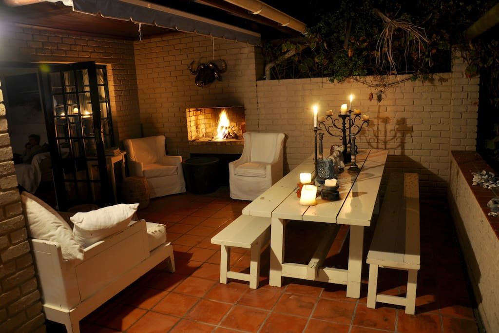 Cosy, spacious outside lounge area/fireplace